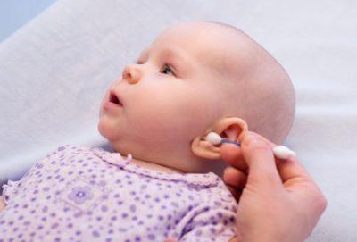 Nettoyer les oreilles de votre bébé